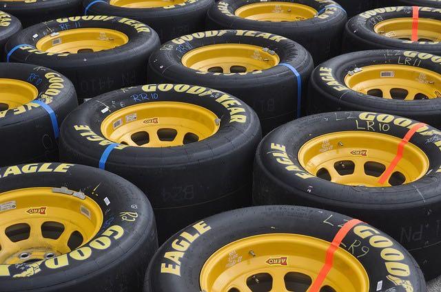 Les pneus sport  conçus pour la compétition automobile